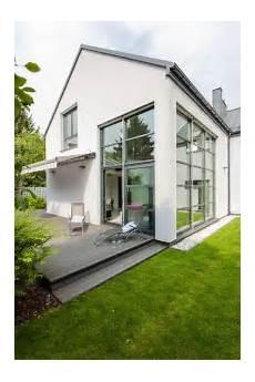 Häuser Mit Fensterläden Bilder - graues haus wei 223 e fenster suche in 2019 haus