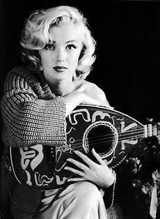 marilyn guitar marilyn photoshoot by milton greene fab fashion fix