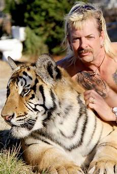 Joe Exotic The Crazy True Story Of Tiger King Joe Exotic S Zoo And