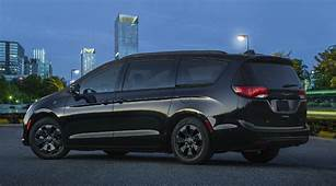 2019 Chrysler Pacifica Hybrid New Appearance Package