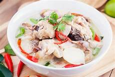 tom kha gai suppe tom kha gai chicken coconut soup recipe epicurious