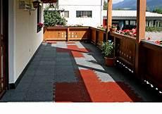 mattonelle terrazzo pavimentazioni per terrazze metti in sicurezza il balcone