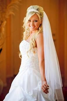 Offene Brautfrisur Mit Schleier Hochzeitsfrisuren