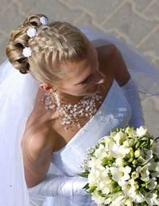 brautfrisuren geflochten mit schleier outdoor wedding hairstyles