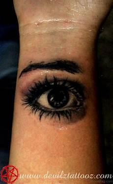 41 best eye tattoos for wrist