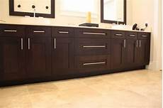 i m thinking of getting a few bar pulls for my kitchen cabinet doors and drawers see this link