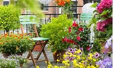 terrazzo fiorito idee per un balcone fiorito fai da te 7 segreti per