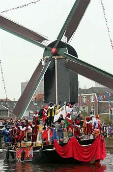 Sinterklaas En Zwarte Piet In