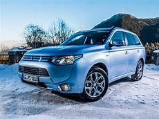 mitsubishi announces details of outlander in hybrid