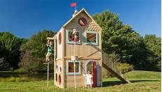 Kinderspielhaus Garten Holz - kinderspielhaus aus holz mit kletterseil kinder im