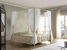 tende per letto a baldacchino letto matrimoniale in ferro battuto a baldacchino