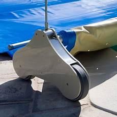 enrouleur electrique bache piscine barre enrouleurs b 226 ches piscine et manivelles motoris 233 es pour