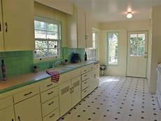 Alte Bodenfliesen Neu Gestalten - kitchen with original honeycomb tile countertops
