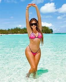 khloe kardashian sexy curvy body in a skimpy bikini kynkie