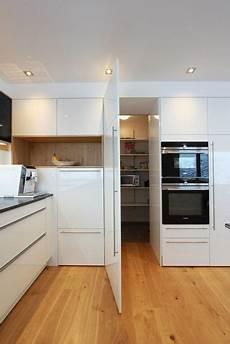 küche mit versteckter speisekammer begehbare quot speis quot versteckte vorratskammerl 246 sung versteckt
