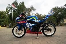 Gsx R 150 Modif by Modifikasi Suzuki Gsx R150 Jadi Kece Paduan Motogp Dan Bsb