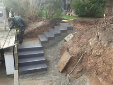 Blockstufen Beton Setzen - ruffing garten und landschaftsbau meisterbetrieb