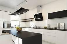 küchen schwarz weiss arbeitsplatten f 252 r die k 252 che 50 ideen f 252 r material und
