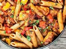 8 recetas con pollo y pasta que comprueban que no hay mejores aliados