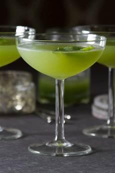 cucumber basil gimlet cocktail