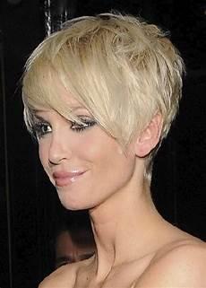Moderne Frisuren Frauen - modern hairstyles for