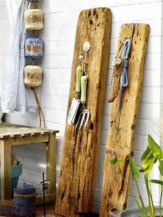 weihnachtsdeko aus alten brettern 20 original salvaged wood decor ideas shelterness