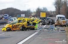 Schwerer Unfall A3 Bad Camberg 05 02 13 Foto J 252 Rgen