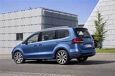 vw details facelifted sharan mpv 33 new photos carscoops