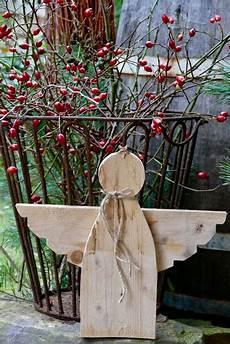 weihnachtsdeko basteln holz rustikaler palettenholz engel basteln