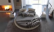 chambre a coucher avec lit rond lit rond design pour la chambre adulte moderne en 36 id 233 es