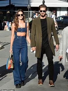 izabel goulart shows model figure during