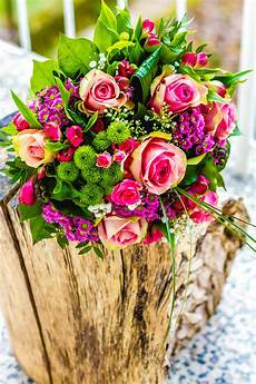 wedding flowers by season fall summer winter spring venuelust