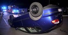 auto ummelden düsseldorf verkehrsunfall in d 252 sseldorf auto krachte gegen betonpoller