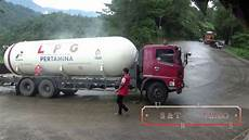 jalan licin truck tangki l p g youtube