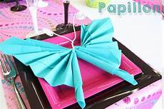 papillon papier decoration pliage de serviettes en forme de papillon deco de table