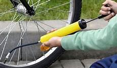 comment gonfler ses pneus le gonflage des pneus v 233 lo 233 cruciale