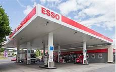 N 228 Chstgelegene Tankstelle Mit Shop Und Autow 228 Sche Esso