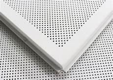 il soffitto metallo perforato falso della struttura aperta sospeso al