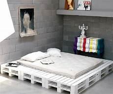 lit palette design lit palette optez pour un cadre de lit en palettes de bois