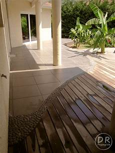 terrasse en bois ou carrelage terrasse bois carrelage frise cailloux 2 david robert