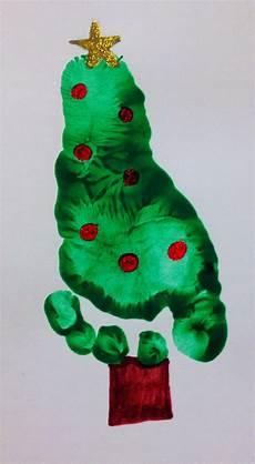 Basteln Kleinkinder Weihnachten - baby footprint tree footprint