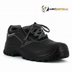 chaussure de securite pas cher chaussure de s 233 curit 233 pas cher en cuir 19 75 ht lisashoes