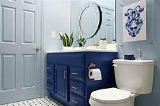 a blogger vs builder grade bathroom makeover the makerista