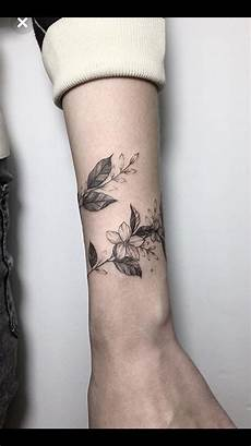 Blumen Arm - like the wrap around vine wrist tattoos for wrap