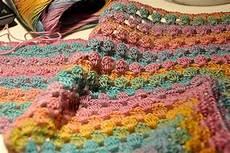 Dreieckstuch Häkeln Anleitung - how to crochet half square triangle scarf