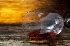 sta su bicchieri vetro il bicchiere di capovolto fotografia stock immagine