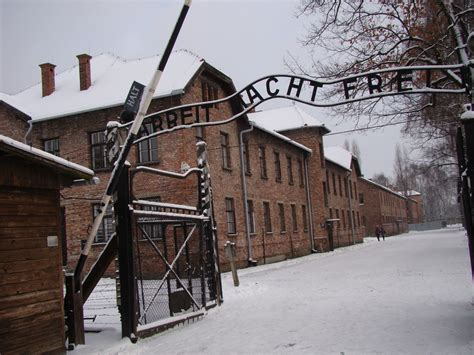 Auschwitz 1 Vs 2
