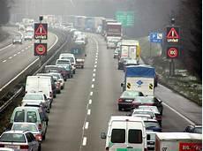 Rettungsgasse R 252 Cksicht Im Autobahn Stau