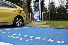 How Much Does It Cost To Charge An Electric Car Running