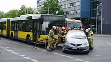 Auto Abmelden Berlin - der bvg kollidiert mit auto eine verletzte